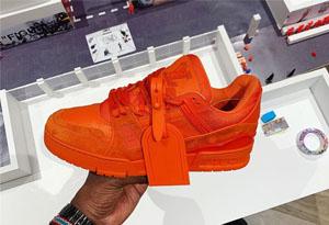 Off-White x LV 橙色运动鞋谍照释出 LV运动鞋偏码吗