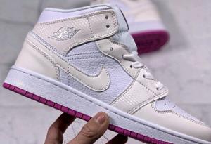 AJ1炫彩粉官网有没有 AJ1炫彩粉变色龙是客制鞋吗
