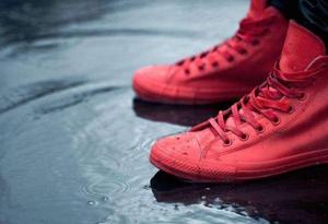 下雨天穿什么运动鞋不进水 适合下雨天穿的运动鞋防水推荐
